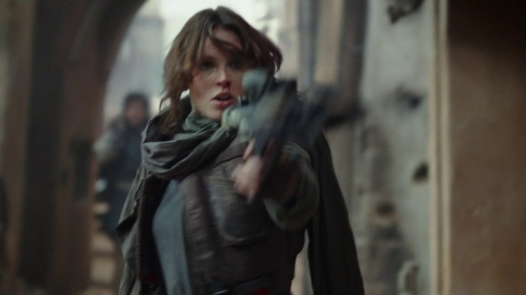 rogue-one-jyn-erso-with-blaster_2pqs