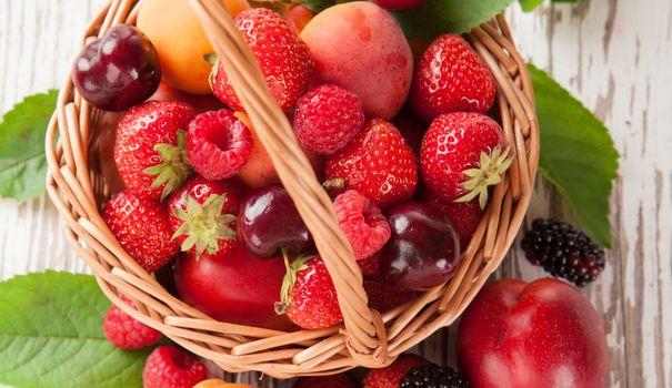 fruits-d-ete-fraise-cerise-abricot-nectarine-peche_5349441