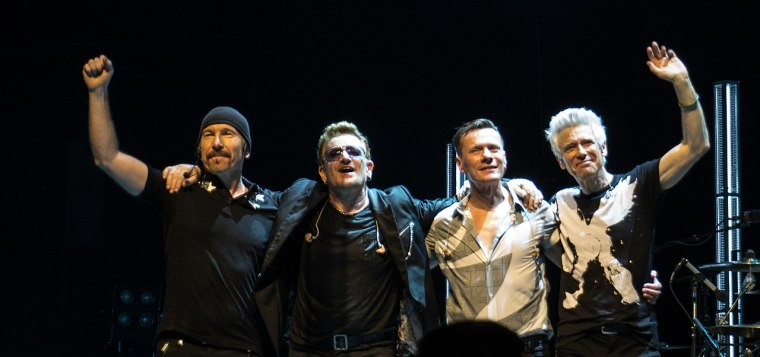 1280px-U2_curtain_call_in_Glasgow_11-7-2015
